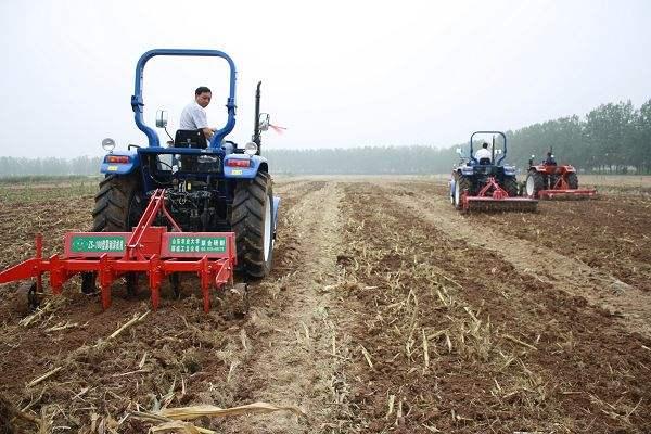 陕西部署秋季农机深松整地工作