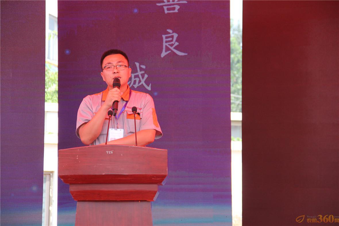 玛丽亚公司副总经理周强同志对公司进行介绍