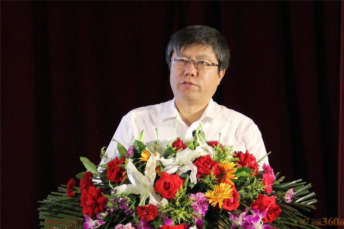 雷沃重工董事长、总经理王桂民作重要讲话