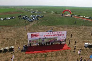 马斯奇奥阿鲁科尔沁旗牧草全程机械化演示会盛大召开