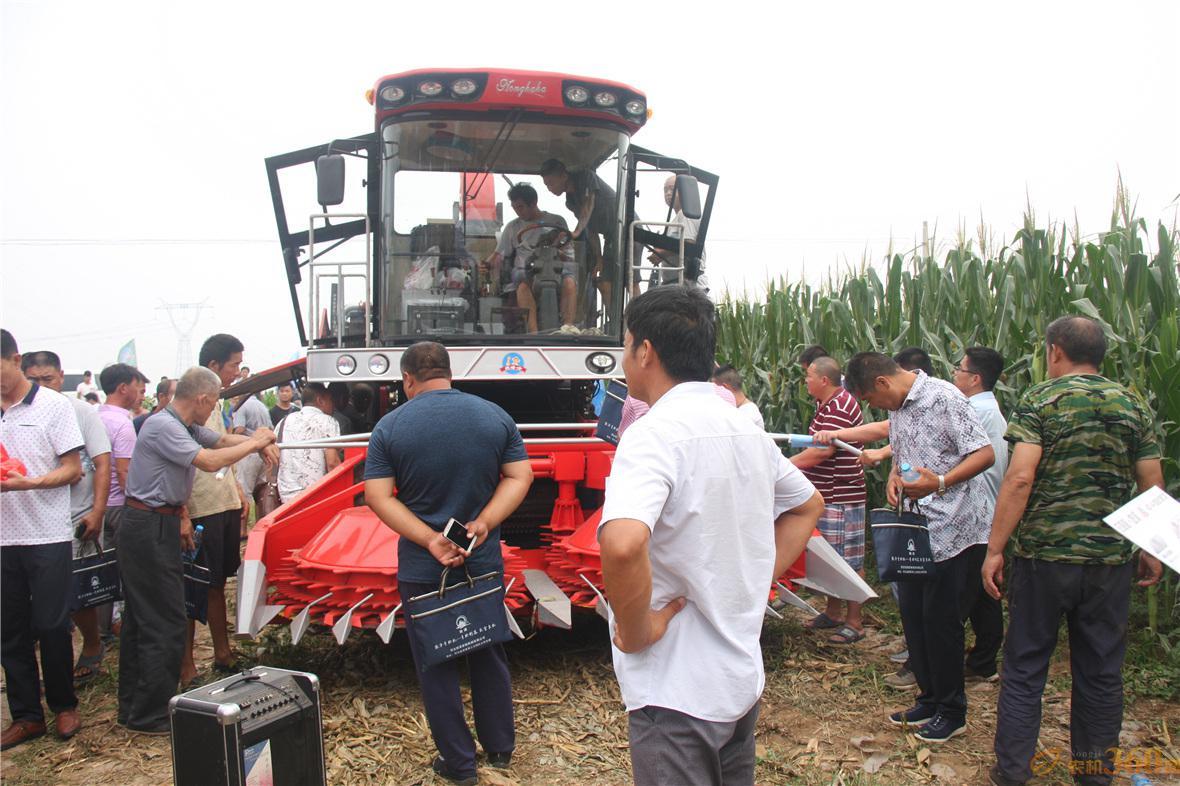 4QZ-14A型青贮饲料收获机