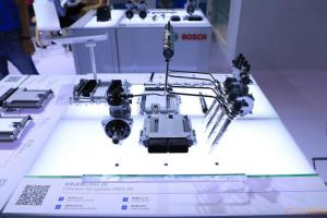 首次展出了专为中国轻型商用车市场量身定制的电磁阀式共轨系统CRS1-20