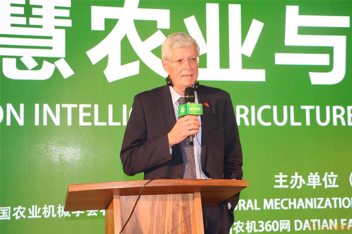 会议主持:中德农业中心政治主任 Dietrich Guth博士