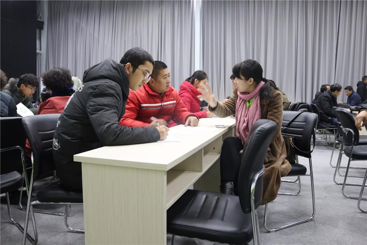 经销商、合作社与大田农社人员洽谈加盟事宜