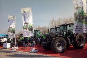 本届展会延续其一贯优势,展品门类齐全且屡屡更新,传统农机与创新农机兼备,并呈现出若干资源节约型、环境友好型的新产品。图为常林展位