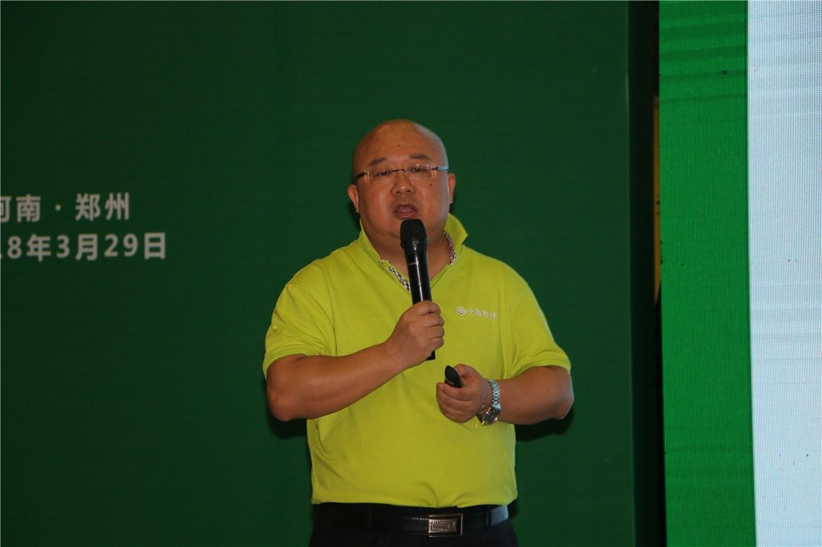 他演讲中说道,2018年大田农社将联合各地区政府部门,共同打造全国首批1000家数字农业服务示范中心,全面推动我国农业现代化的发展。