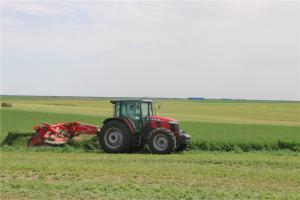 全球系列1204拖拉机配套牵引式MF357   3.5米割草压扁机
