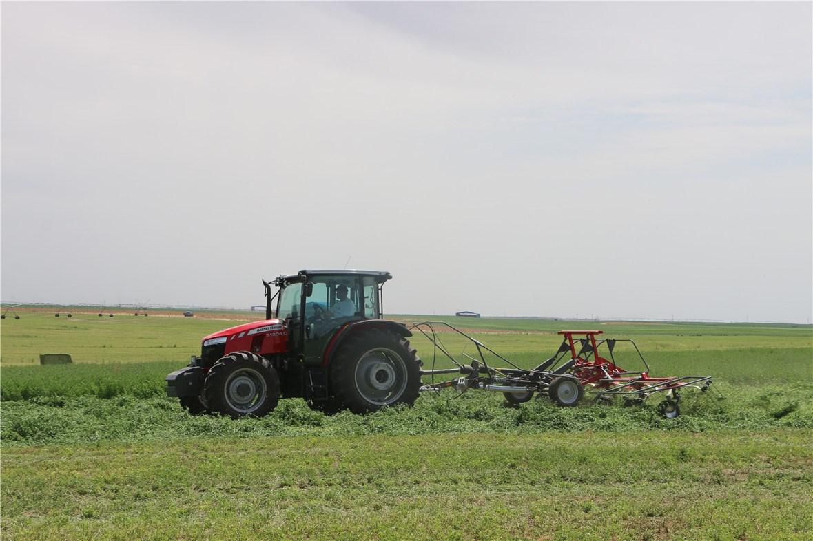 全球系列拖拉机配套MF TD776摊晒机
