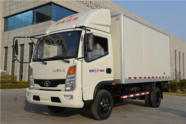 5月26日,北京市环保局发布2017年度第八批符合环保排放标准车型目录,时风风菱汽油版微卡和风驰1800中型自卸车名列其中。6月20日,从北京市场传来消息,首批风菱汽油车四款型号通过北京市车管部门参数核测,准予在北京市场办理挂牌登记手续。这宣告时风轻卡汽车正式进入北京市场,将以崭新的姿态全心服务首都人民。