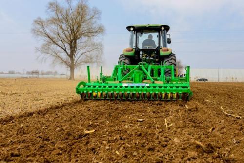 吉林省农机深松整地和秸秆捡拾打捆离田机械化作业项目全面实行远程电子监测技术
