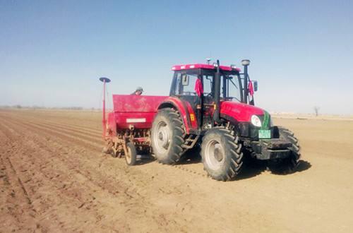 """精准农机成为农业现代化的""""金榔头"""""""