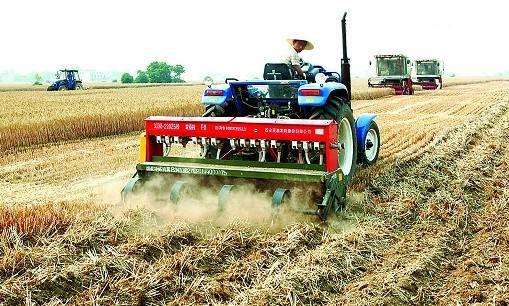 我国农机社会化服务为农业增产农户增收发挥重要作用