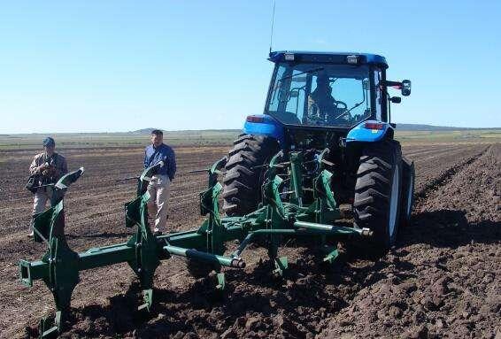湖北省2018年农机深松整地作业补助试点工作的通知