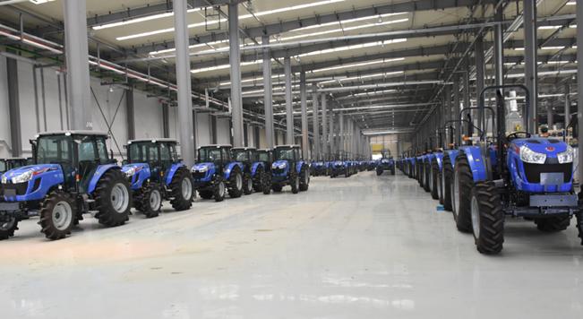 在襄阳工厂下线的农业机械