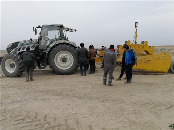阿波斯大马力智能拖拉机在南疆进行耐寒试验