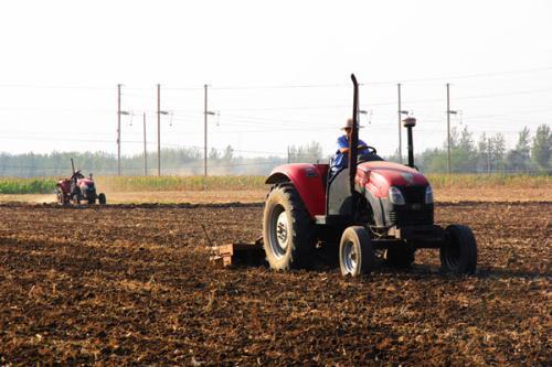 农业农村部:对新型经营主体开展深耕深松、机播机收等生产服务给予补助
