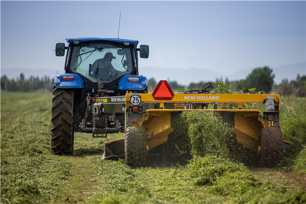 纽荷兰宁夏牧草机械演示会展出全新牧草产品