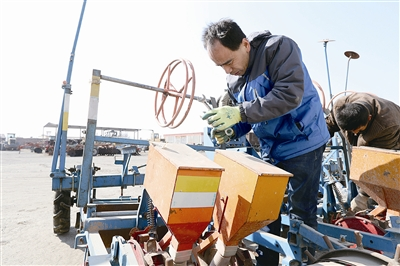 江苏省各地积极开展农机检修服务工作