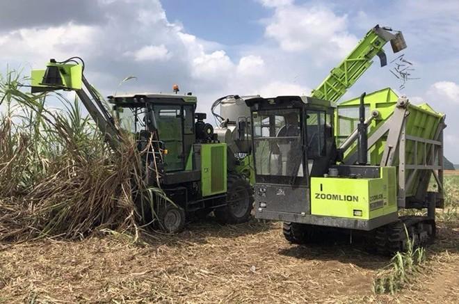 精产品强服务 中联重科甘蔗收获机新一轮榨季开镰收割