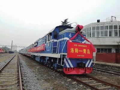 100台东方红大轮拖以铁海联运出口南美