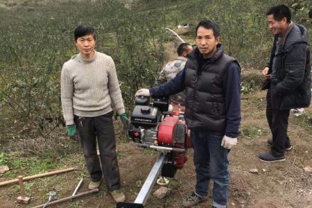 重庆财久农机:綦江区王总两百米轨道车安装成功了,试运行相当满意。