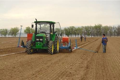 路透社:中国雄心勃勃推动农机自动化