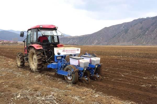 免耕播种机、秸秆捡拾打捆机或将在黑龙江市场热卖