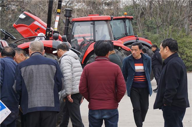 灵宝市农机公司组织意向用户赴中国一拖参加东方红工厂体验活动