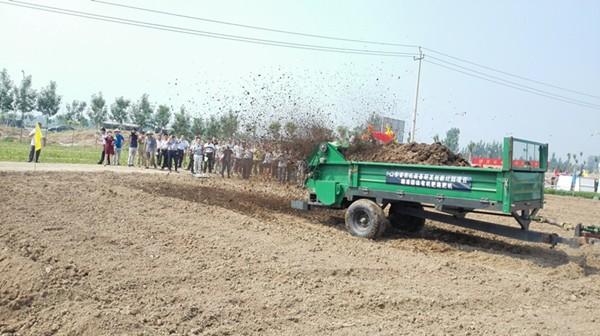 固体有机肥系列化施用装备成功研发