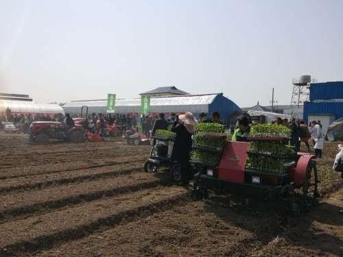 蔬菜机械化装备技术现场展演示和推广日活动在淮安举行