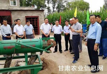 甘肃省周邦贵副厅长调研指导畜禽粪污机械化清理抓点示范项目实施工作