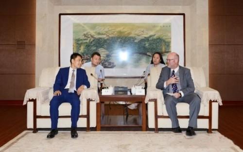 美国代表团访问陕西渭南,寻求农机企业合作商机