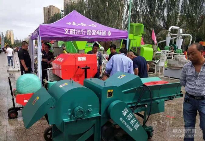 内蒙古农博会 客户现场签单秸秆打捆机