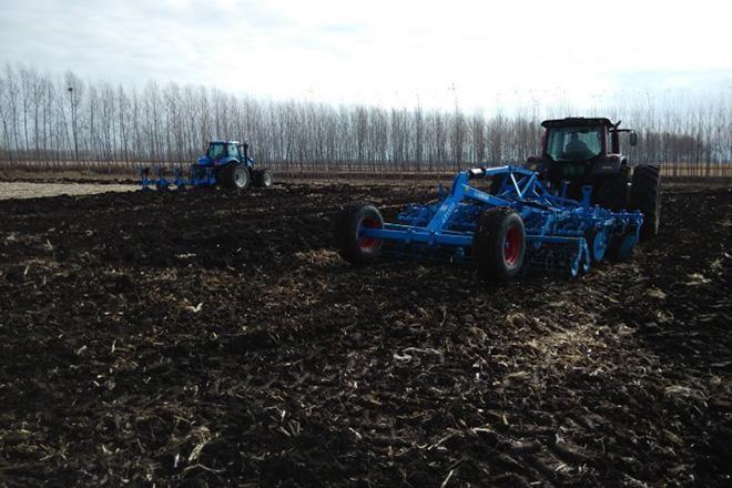 吉林:保护性耕作让黑土地重泛油光