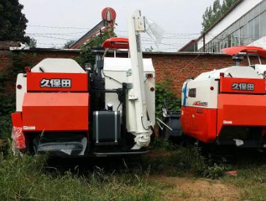 久保田PRO688Q收割机湿田中的作业方法与陷车处理措施