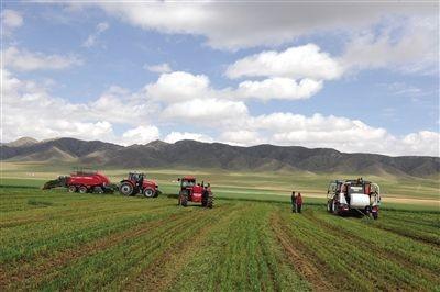 内蒙古加快推进农牧业机械化和农机装备产业转型升级