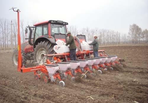 北京市关于加快推进农业机械化和农机装备产业转型升级的实施意见的通知