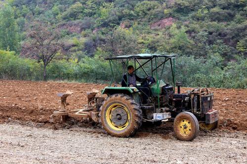 新疆关于严肃处理伪造、冒用拖拉机翻倾防护装置强度检验报告的企业及产品的通知