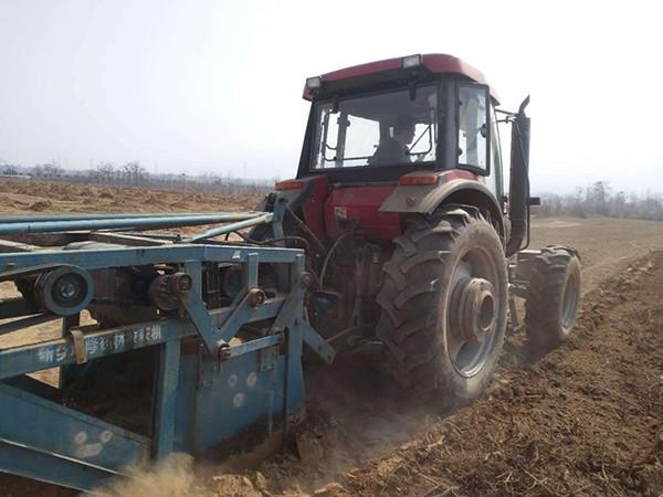 农机助力药材收获