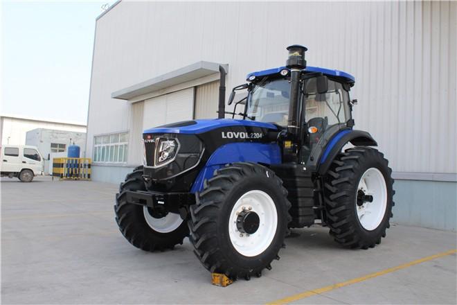 雷沃220马力拖拉机首次批量出口中亚市场