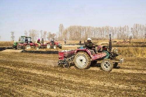 七大有力措施 開足馬力保障全疆農業機械化生產