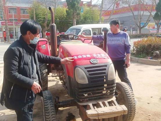靈寶市農機局:農機推廣宣傳月農機干部下基層