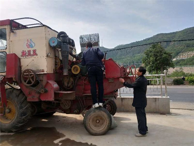 灵宝市农机局农机年检在五亩