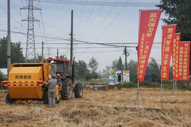 四川省农业机械鉴定站组织捆捡拾圆捆机作业性能现场展示会