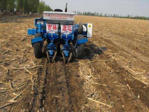 """吉林:耕作有""""利器"""" 丰产有底气"""