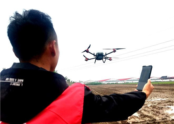 山东郯城:农民创新无人机播撒水稻创高效